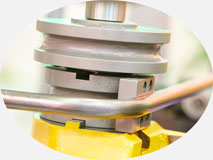 Трубогиб с ЧПУ, модель 30-TBRE | Двухголовочный трубогиб с функцией проталкивания.